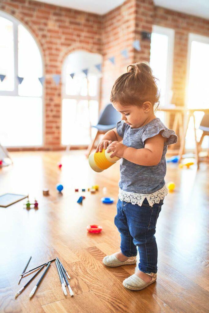 Child developmental milestone 18 months